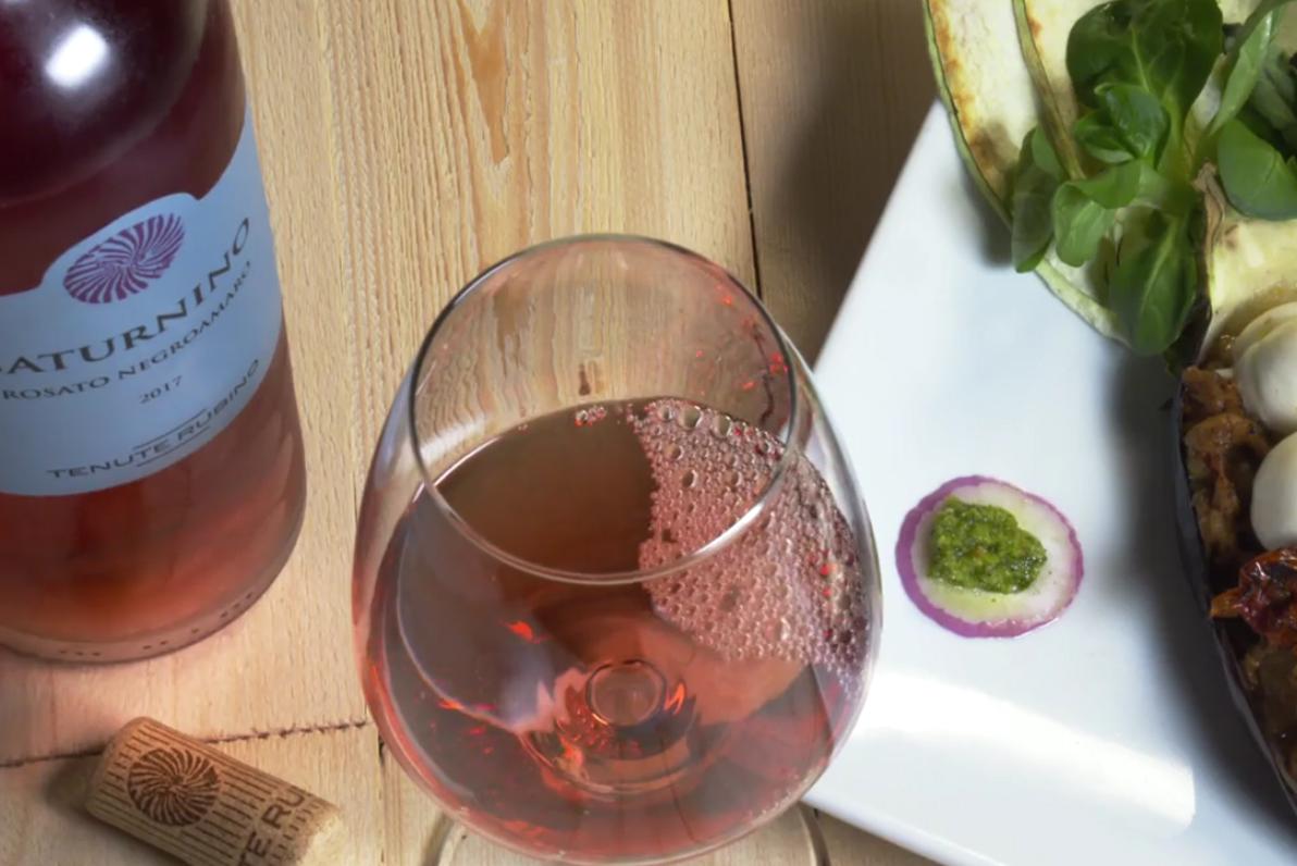 Le barchette di melanzane in abbinamento al Saturnino da uve Negroamaro - Tenute Rubino