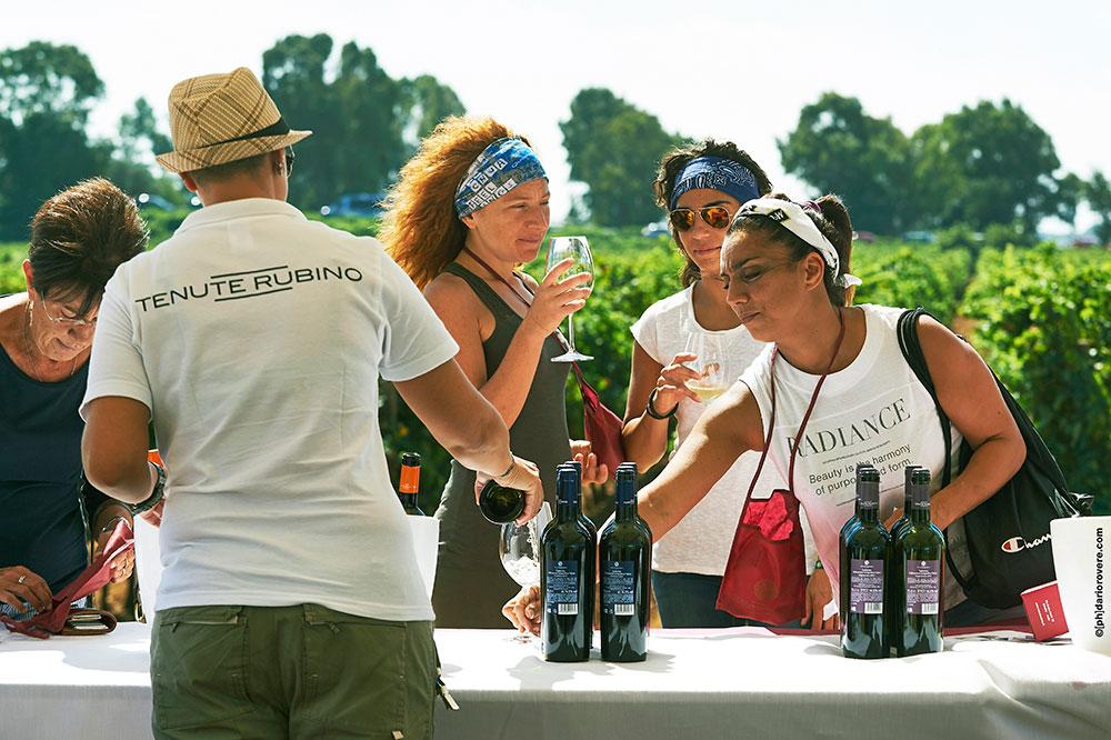 La Vendemmia delle donne 2015 - Tenute Rubino | I Vini del Salento
